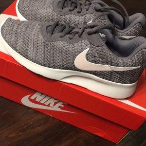 New Never Worn Women's Nike Tanjun Size 8